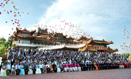 Ballons fly in air as newlywed couples celebrate their mass wedding in conjunction with the date 12.12.12 outside a Chinese temple in Kuala Lumpur on December 12, 2012. Some 200 couples gathered at the temple to attend a grand colourful wedding ceremony on December 12, 2012, which many in Asia marks an auspicious date on the calendar. (AFP Photo / Saeed Khan)